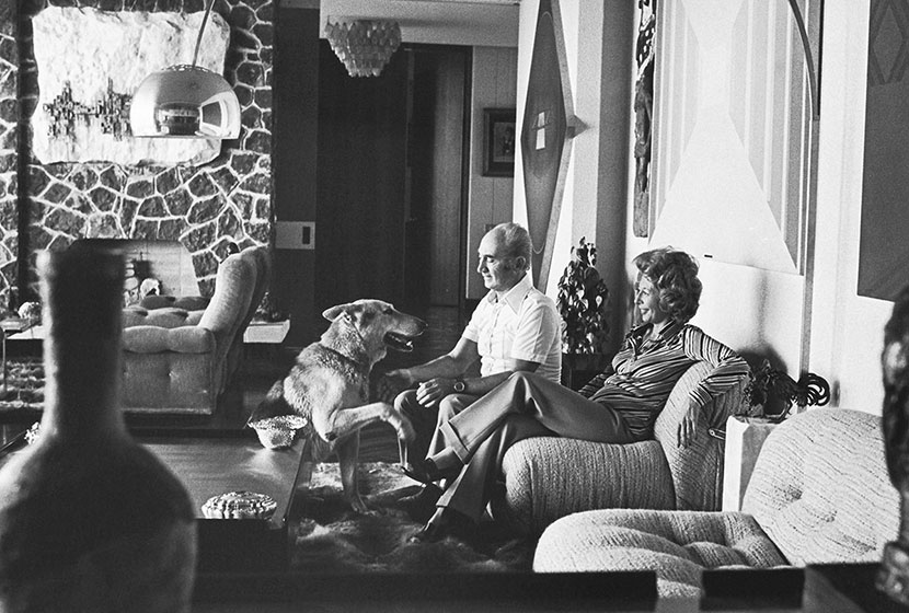 Franco and Amina Belgiorno-Nettis relaxing at their home in Clontarf during the 1960s.