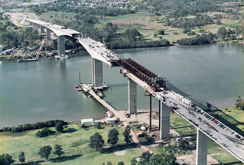 1985. Construction of the of the Gateway Bridge, Brisbane.
