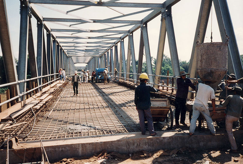Laos. Construction of the Tha Ngon Bridge.