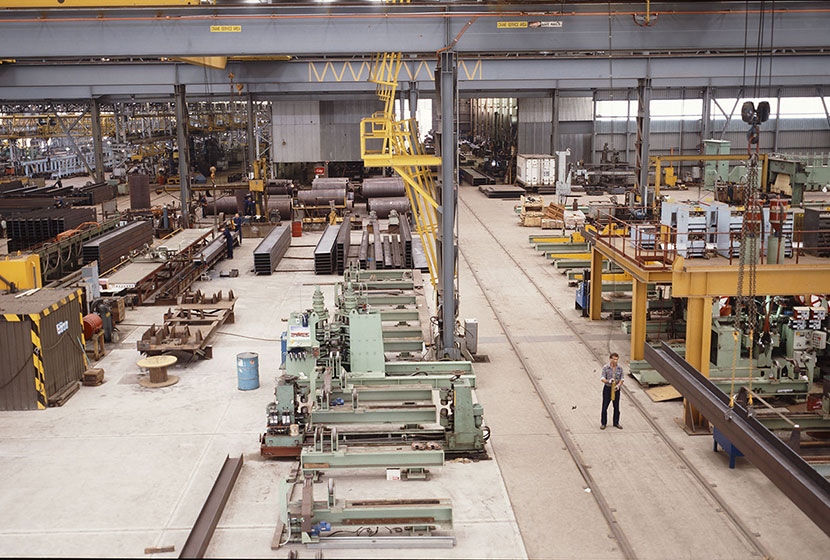 Seven Hills, 1986. Panoramic view of the workshop fabricating bridges for Indonesia.