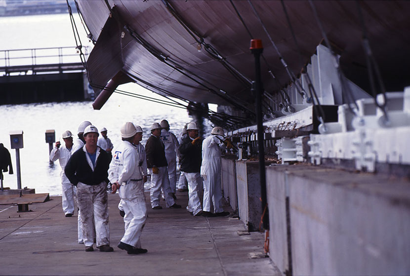1994. Launch of HMAS Anzac. Workers prepare for the launch.