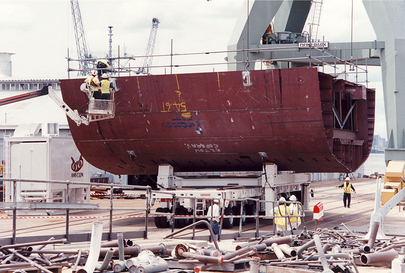 ANZAC Frigate Project. A section fabricated in Newcastle arrives at Williamstown Dockyard, Melbourne.