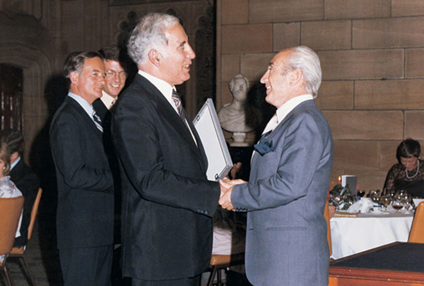 1978. Governor-General Sir Zelman Cowen presents Franco with the Business in the Arts Award.
